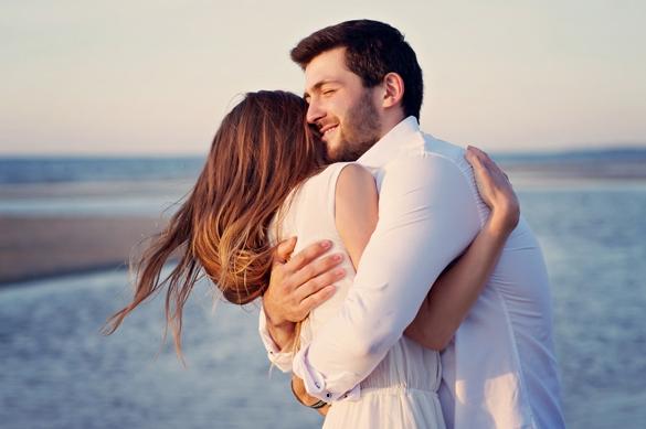 beautiful-couple-on-the-beach
