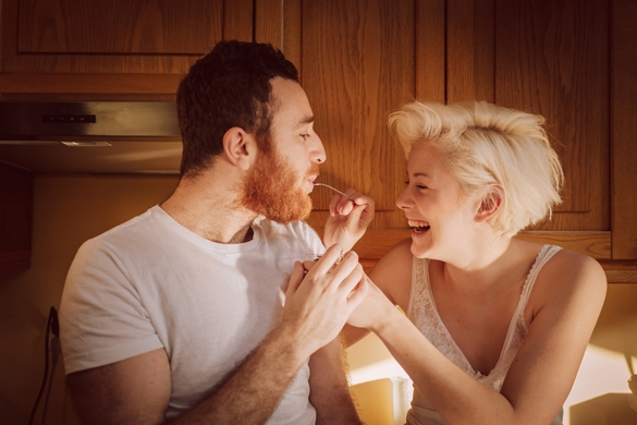 young-couple-at-the-kitchen