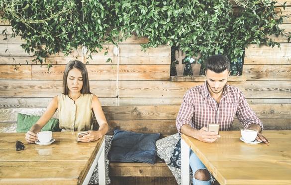 Taurus boyfriend and Gemini girlfriend break up with smartphones addiction - Taurus Man And Gemini Woman Breakup